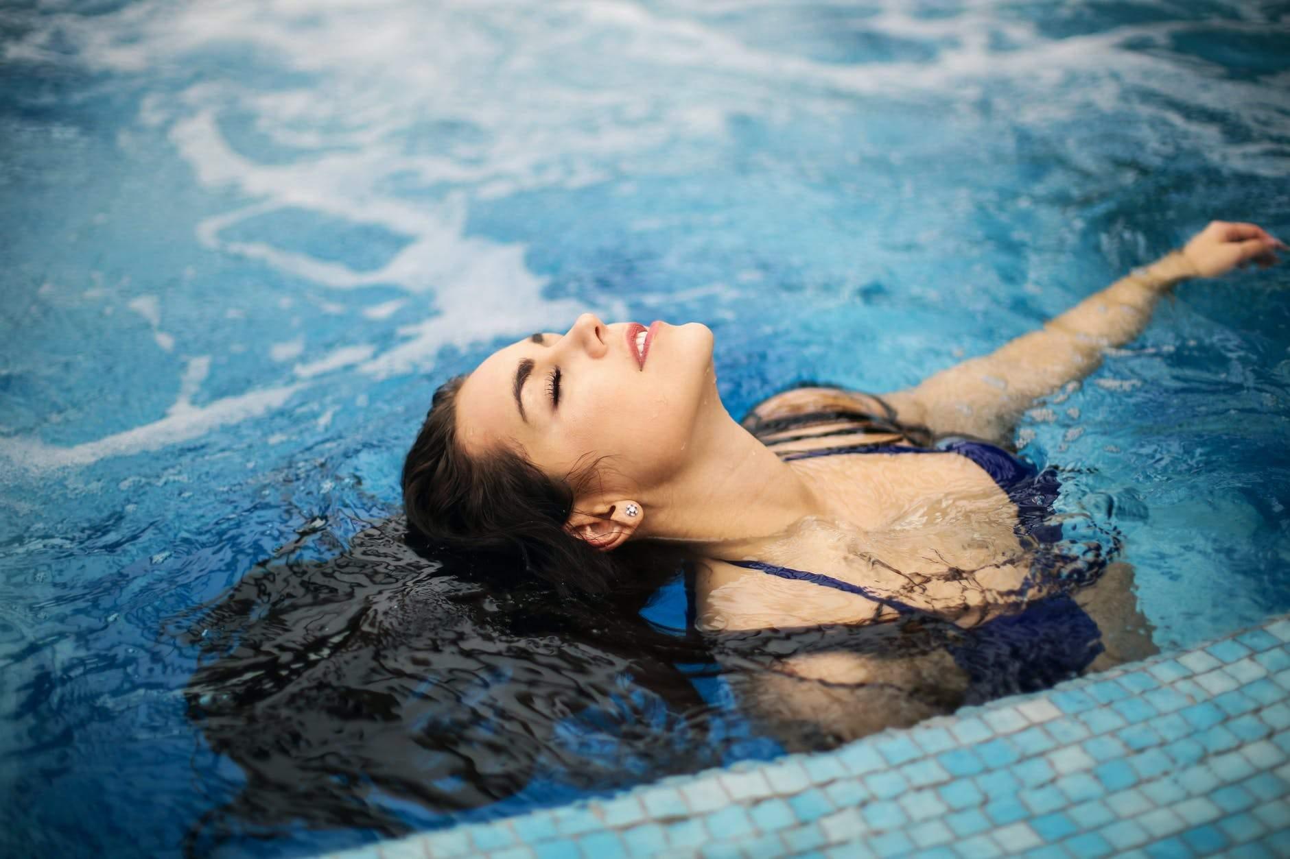 Заняття в басейні