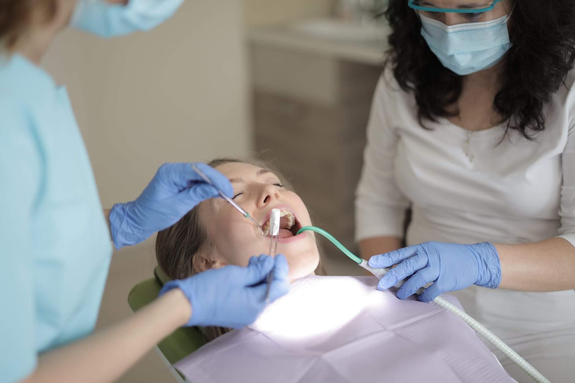 Що відбувається з зубами в період формування карієсу