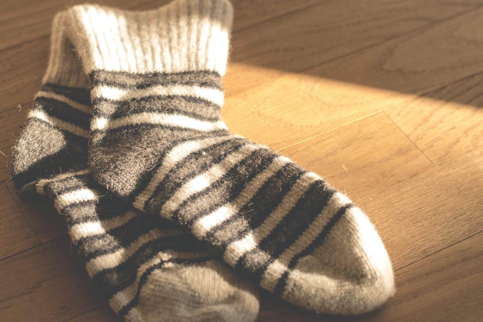 Одягніть шкарпетки, щоб швидше заснути