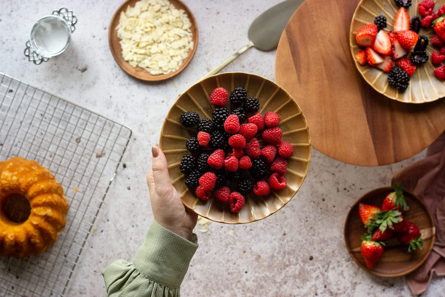 Черные ягоды предотвращают старение кожи