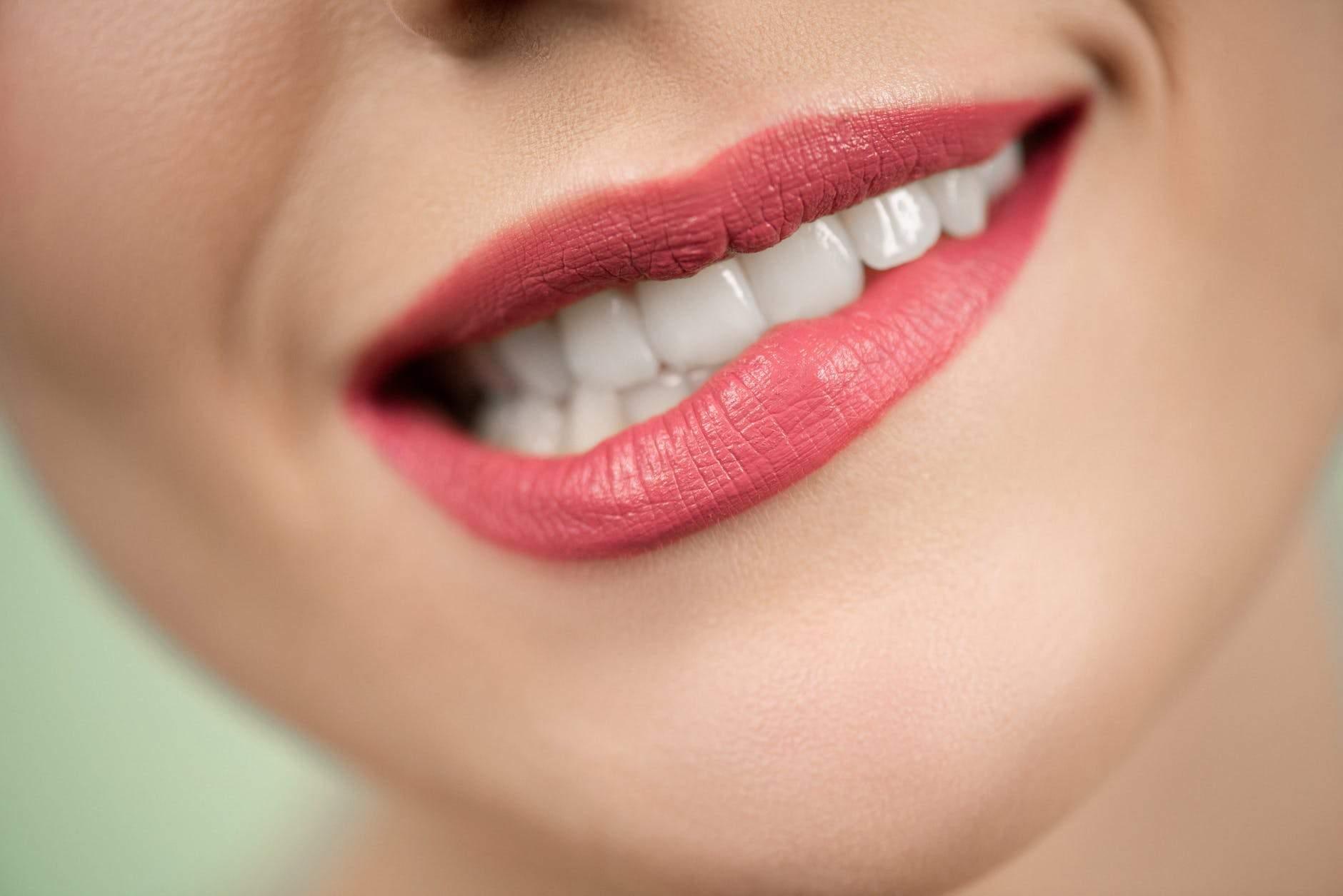 Как перестать кусать губы