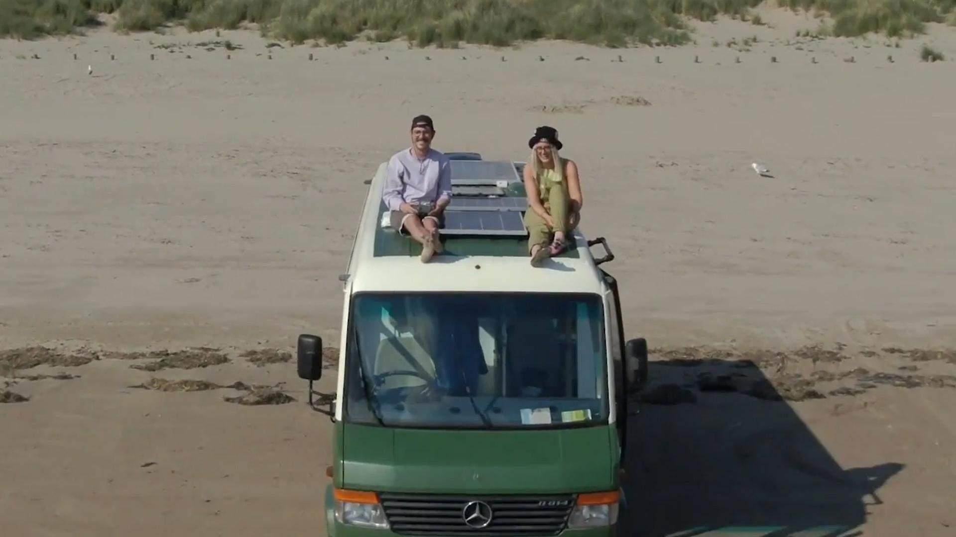 Пара, яка поїхала у відпустку у найдешевшому фургоні