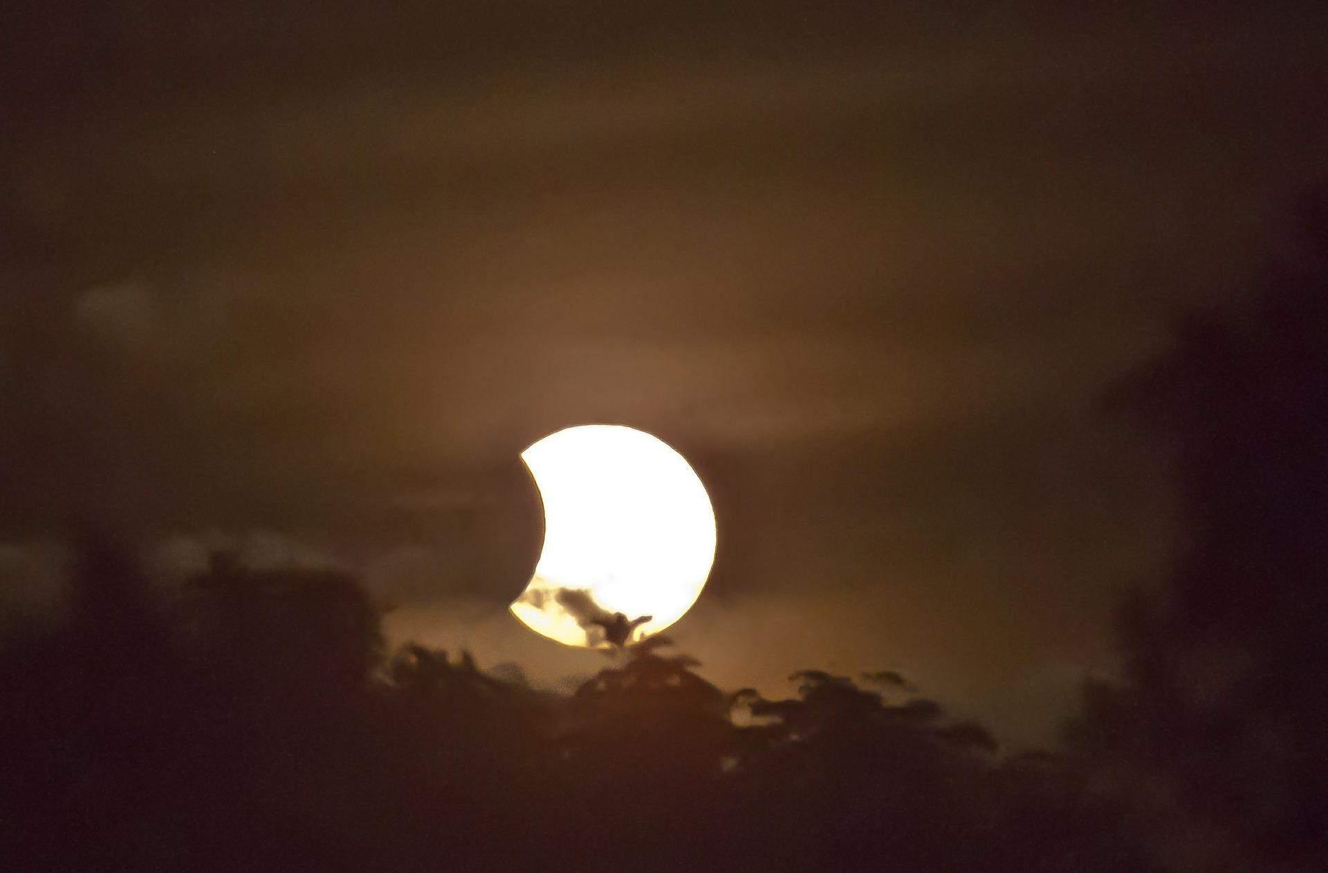 Коли побачити сонячне затемнення