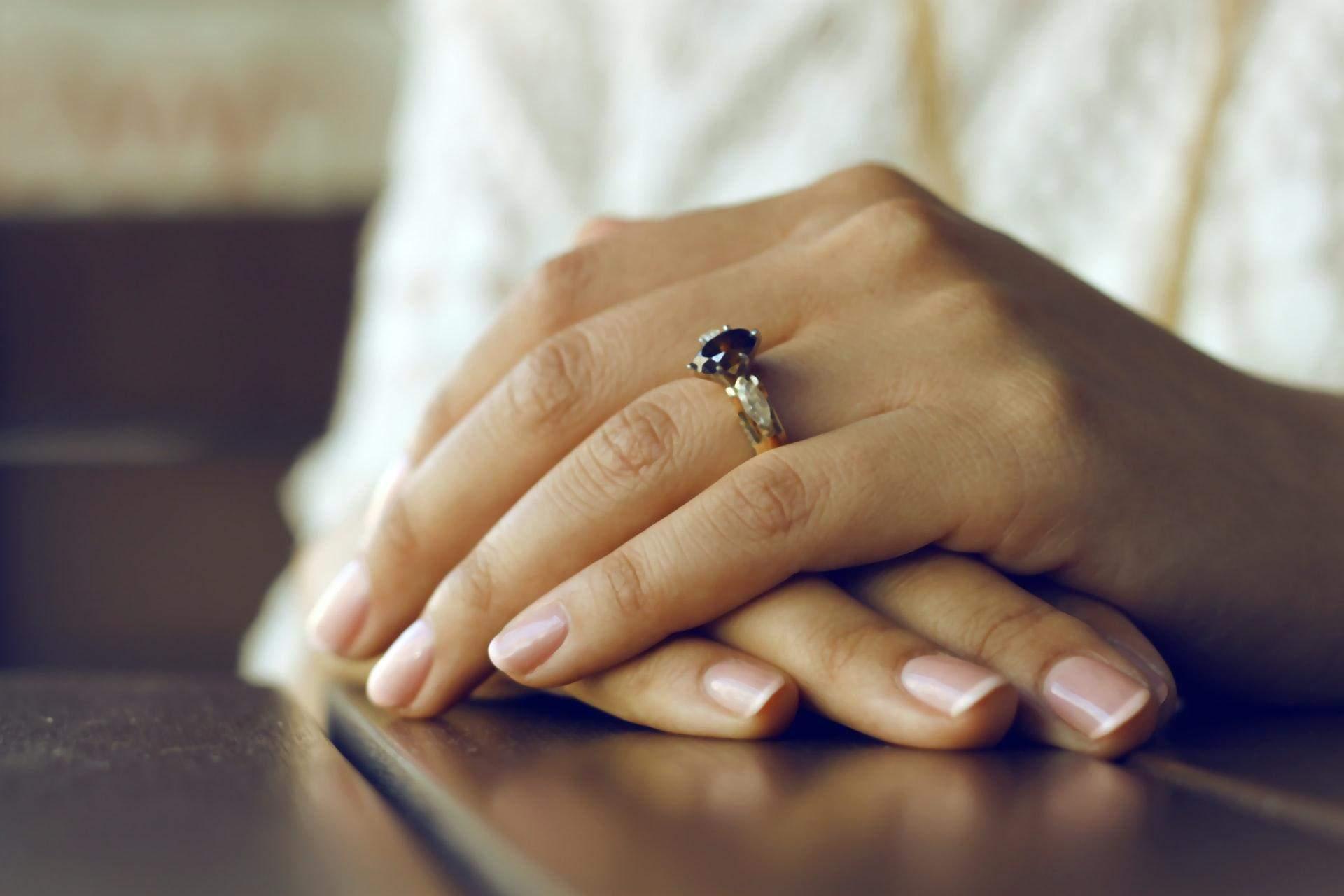 Як відбілити нігті в домашніх умовах