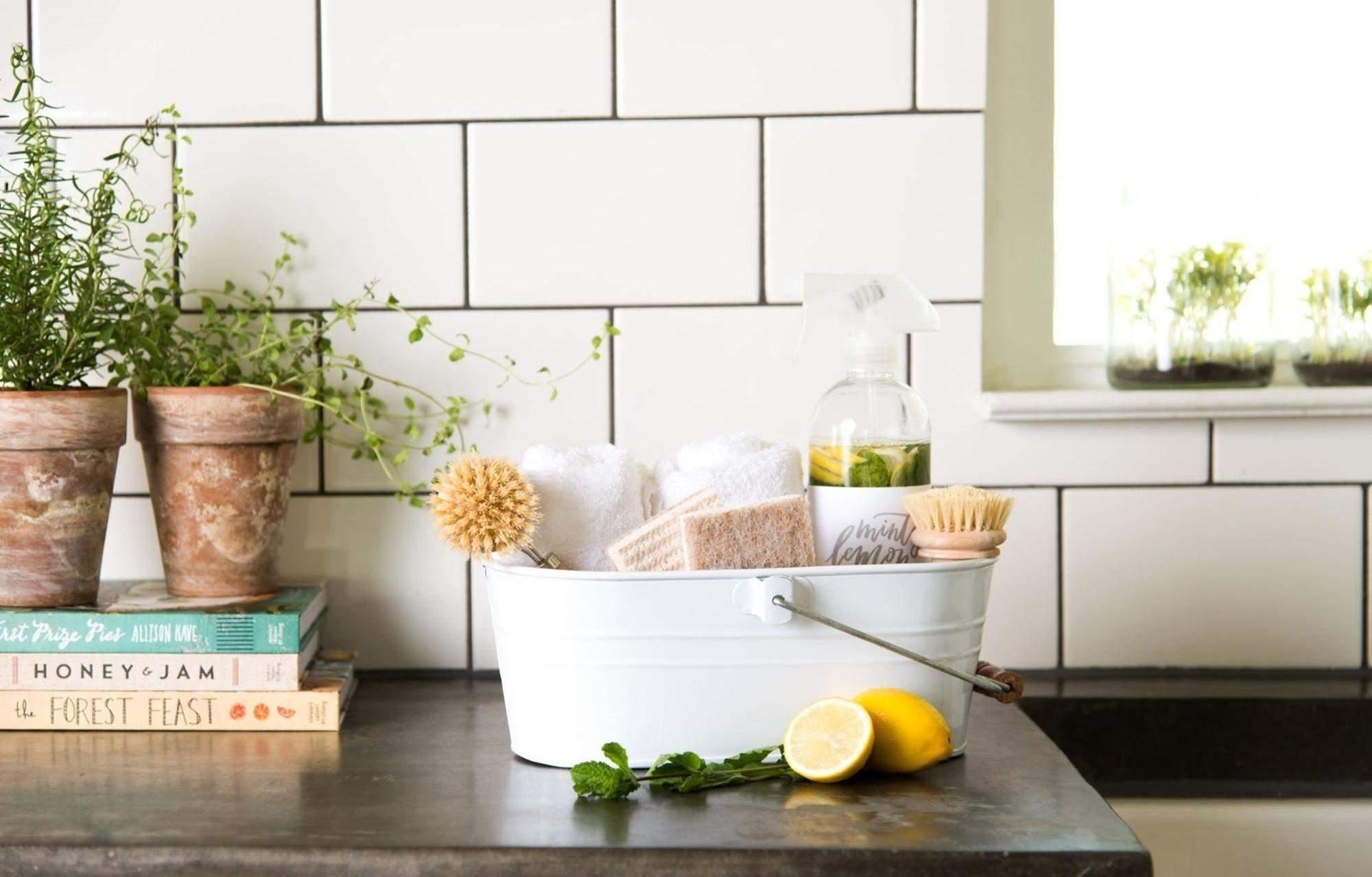 Прибирання й сортування речей допоможе навести лад у домі