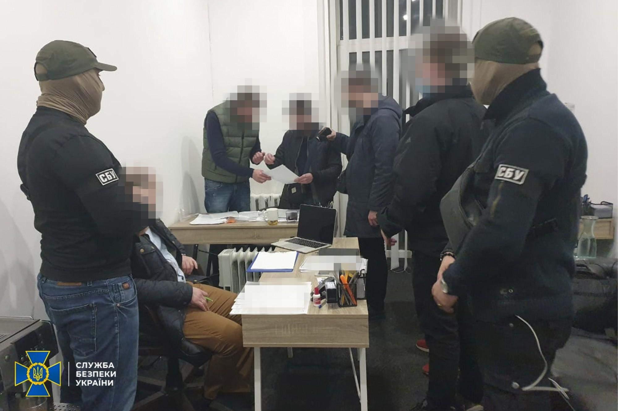 СБУ затримало злочинців, які зламали закритий реєстр судових рішень