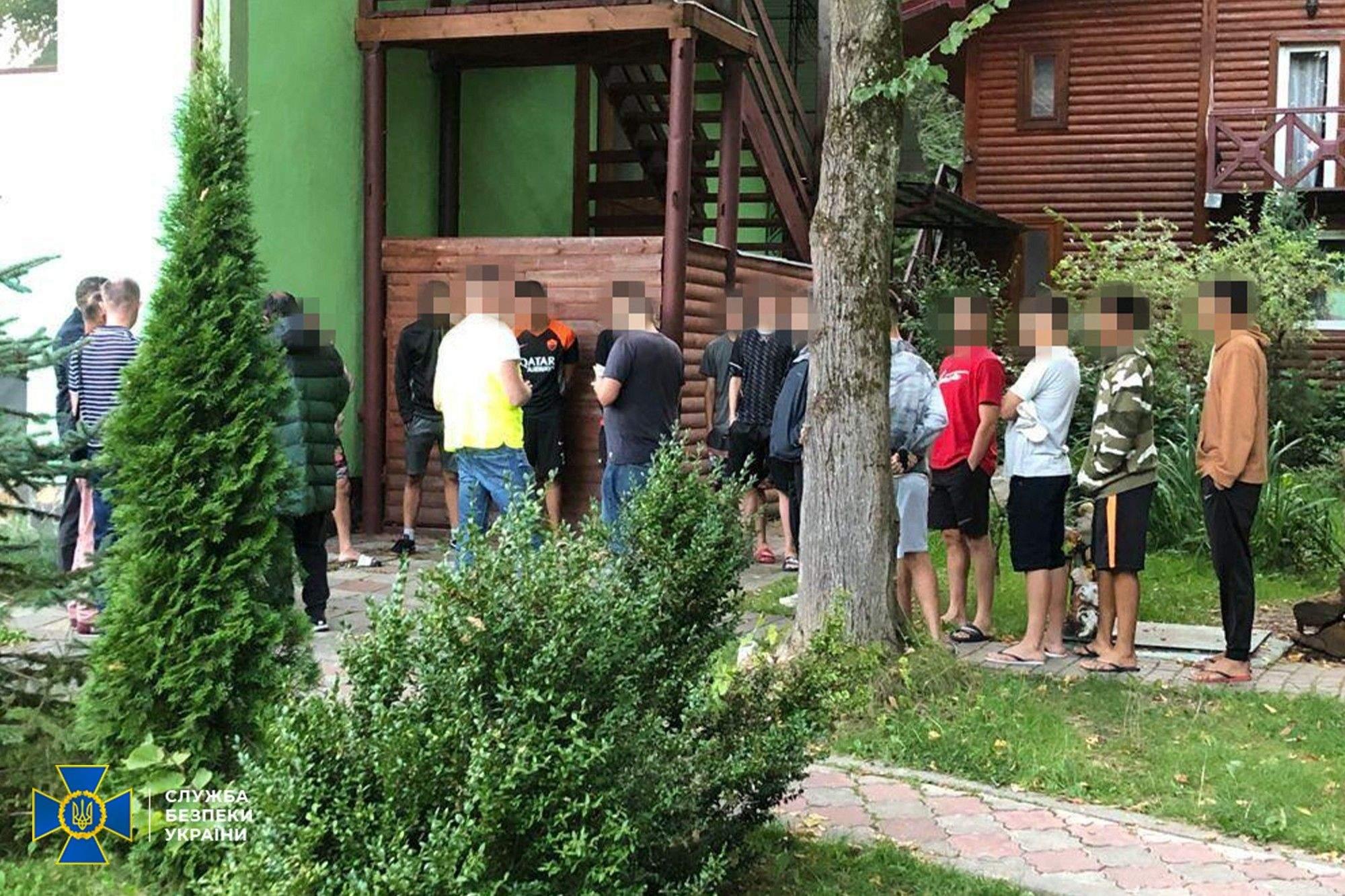 На Львівщині експоліцейський нелегально переправляв бразильців до ЄС