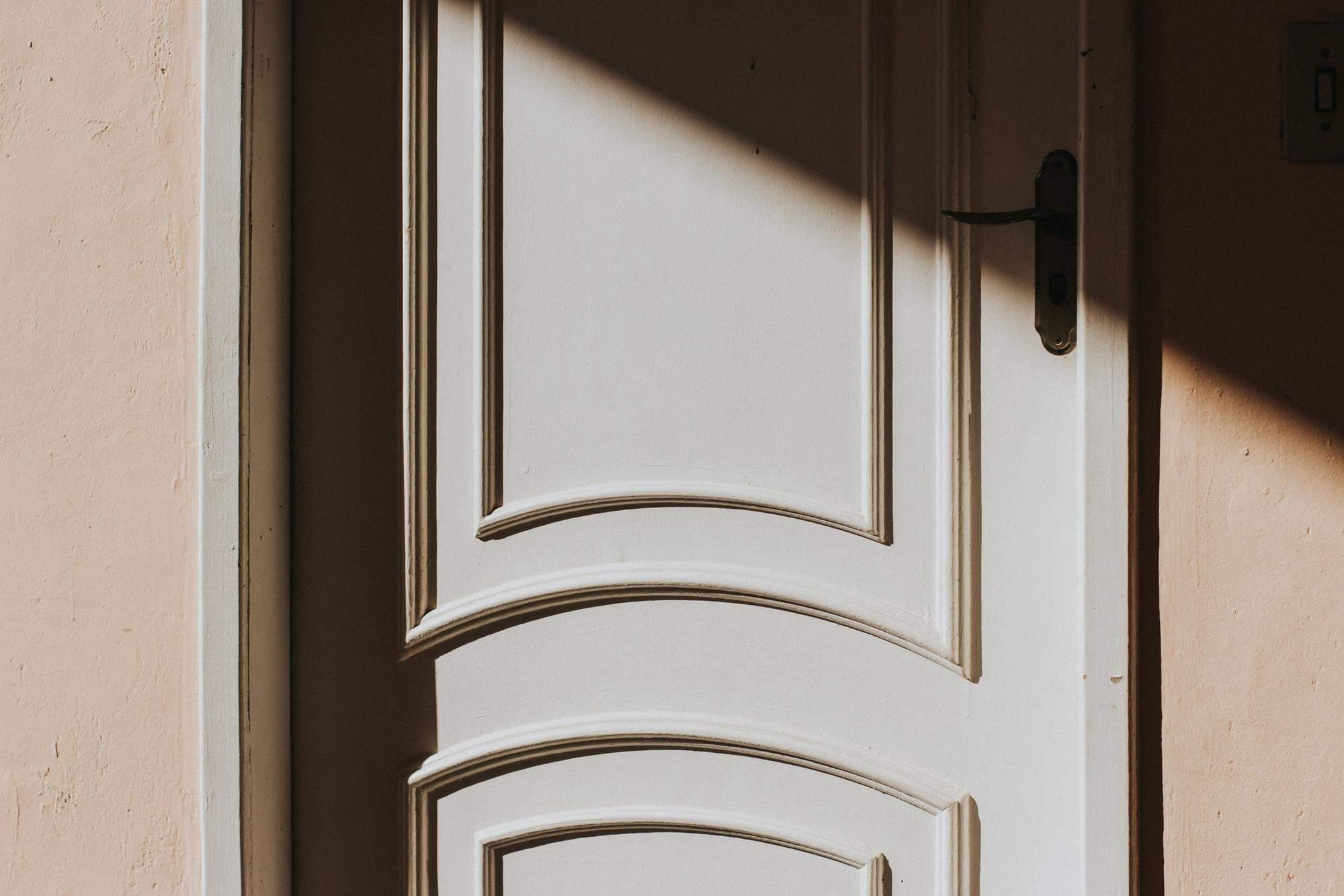 Які міжкімнатні двері встановити