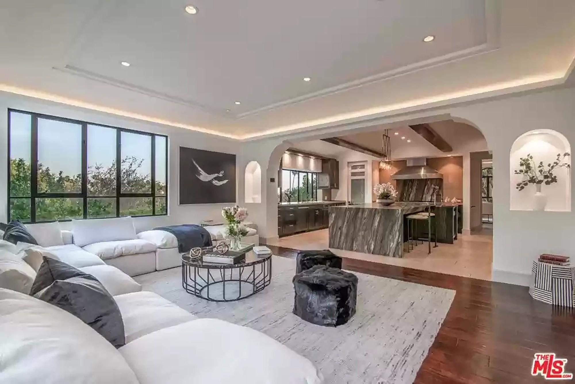 Ріанна підняла ціну на свій особняк до 7,8 мільйона доларів: особливості помешкання