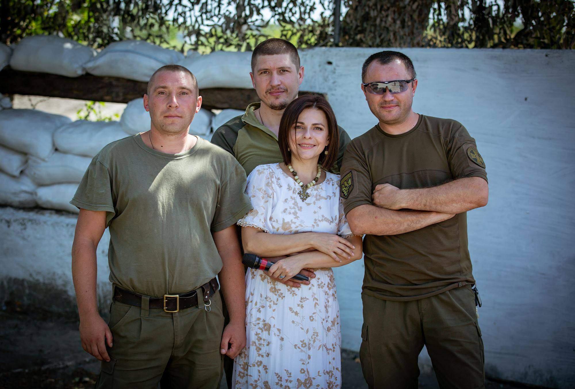 Оксана Муха з українськими військовими