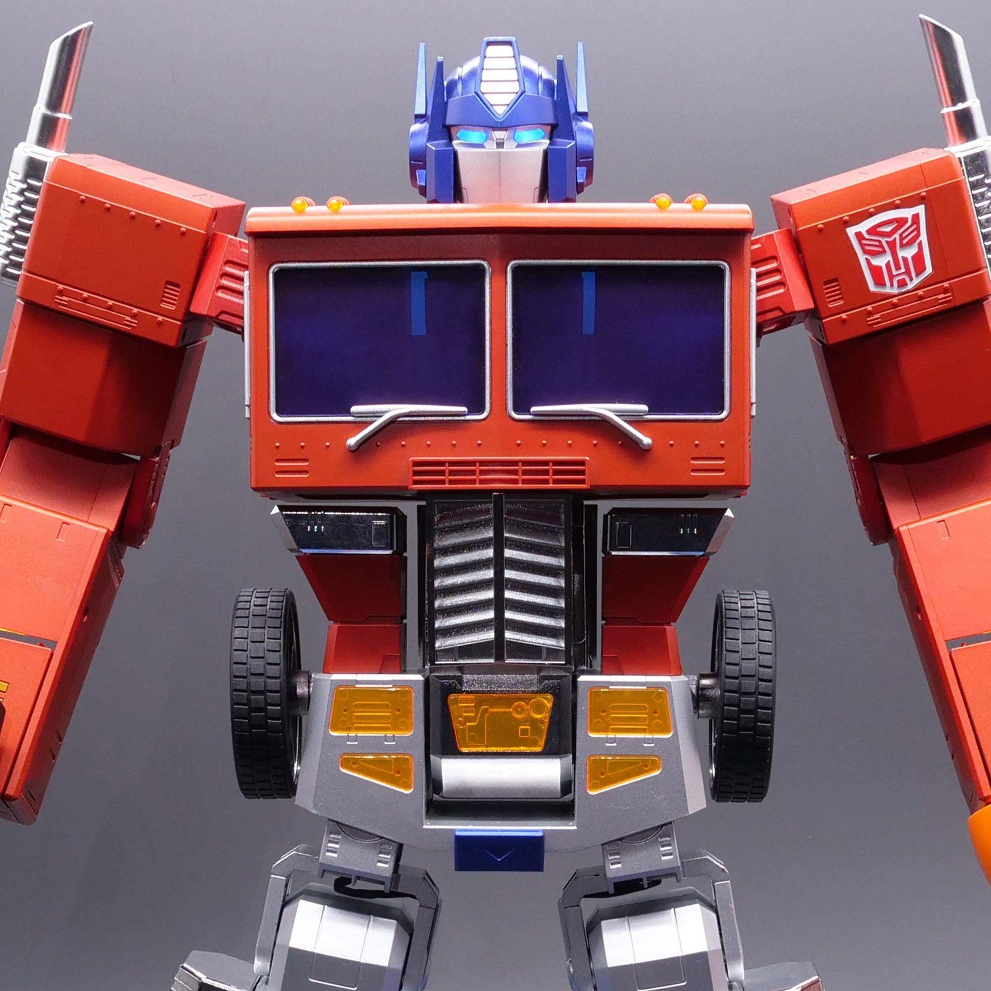 Hasbro представила інтерактивного робота Optimus Prime з функцією автоматичного перетворення