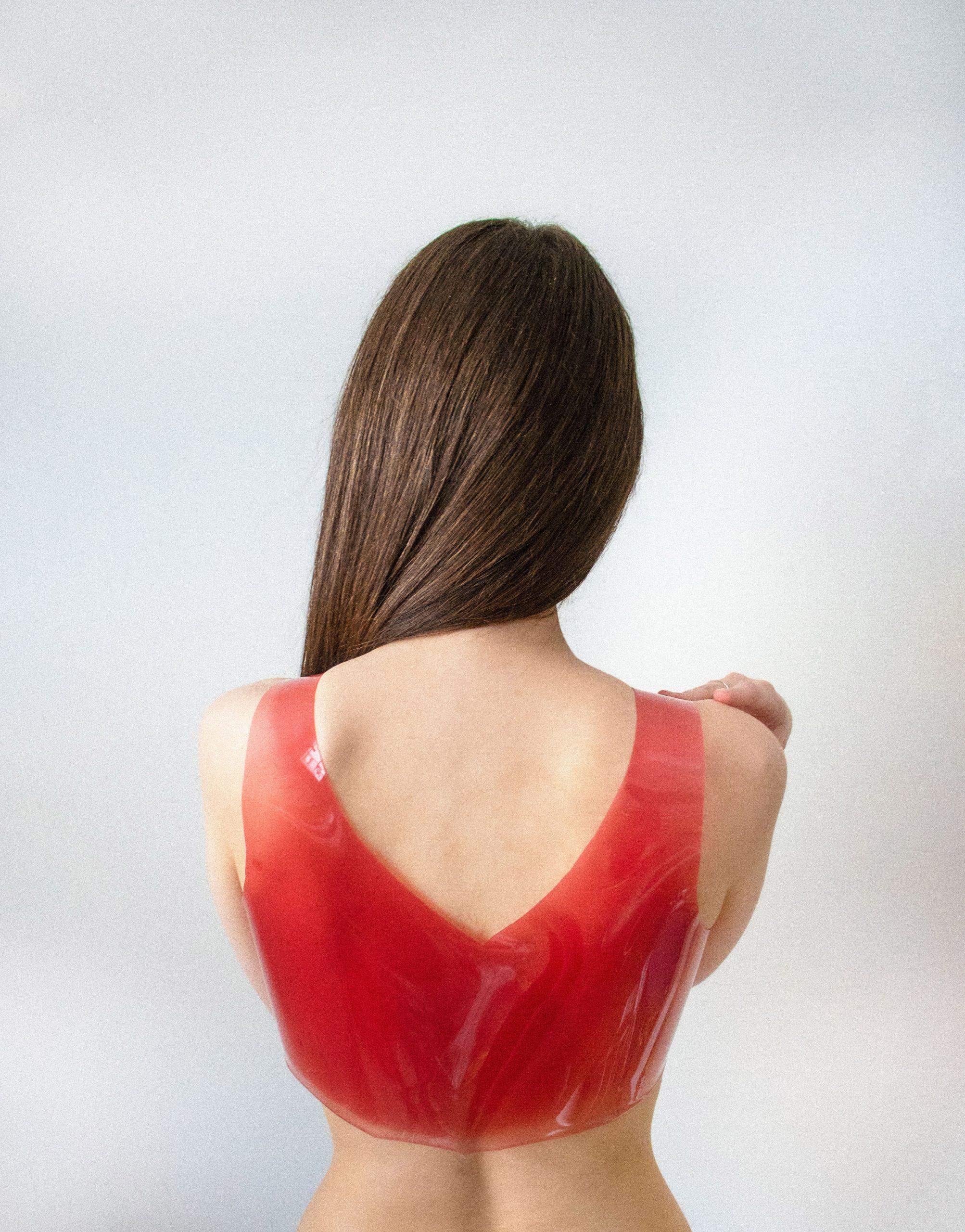 Можна розтопити й переробити: дизайнер придумав одяг з желе