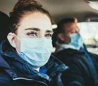 Бессмысленно и дискомфортно: израильский медик раскритиковал ношение масок на улице