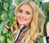 Ірина Федишин побувала у батьківському саду: дивовижні фото та відео