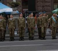 Выпускников не будут забирать в армию этим летом: заявление Минобразования