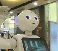 Носят антисептики и помогают больным: роботы противодействуют COVID-19 во всем мире