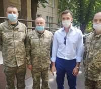 Андрей Шевченко подарил военному госпиталю в Киеве аппарат ИВЛ: фото