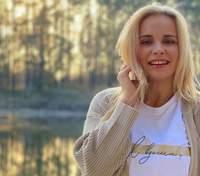 """С мороженым в руке: Лилия Ребрик показала забавное фото со съемок сериала """"Большие Вуйки 2"""""""