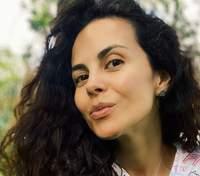 У білій футболці з яскравим принтом: Настя Каменських похизувалася літнім образом – фото