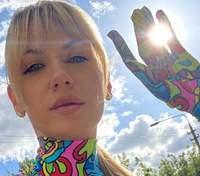 В ярком наряде: Леся Никитюк взбудоражила сеть дерзким образом – фото