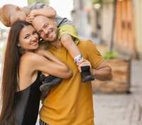 Влад Яма з дружиною та сином прогулялися Львовом: дивовижні кадри