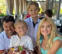 Ирина Федишин очаровала сеть семейной фотографией с отдыха