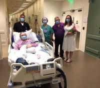 Донька вийшла заміж в лікарні, щоб її хвора мама могла це побачити: зворушливі фото