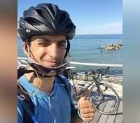 Студент проїхав на велосипеді тисячі кілометрів із Шотландії у Грецію, щоб побачити рідних: фото