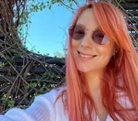 Как Светлана Тарабарова спаслась от обыденности с помощью яркого макияжа