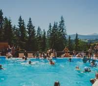 Отели с бассейнами в Карпатах: условия, преимущества и цены