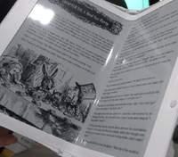 E Ink представила перший у світі гнучкий дисплей для електронних книг з підсвічуванням