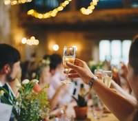 Три великі весілля на Буковині відправили цілий район у червону зону