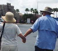 90-річна бабуся повернулась після лікування: відео з її чоловіком розчулило мережу
