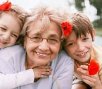 Дети впервые увидели дедушку и бабушку за время карантина: их реакция рассмешила сеть