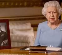 Королева Елизавета II лишила Харви Вайнштейна почетного звания