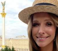 У білому костюмі: Катя Осадча продемонструвала стильний образ – фото