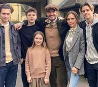 С мужем и детьми: Виктория Бекхэм восхитила редкими семейными кадрами