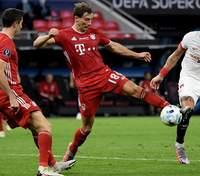 """""""Баварія"""" в екстратаймі дотиснула """"Севілью"""" та вдруге виграла Суперкубок УЄФА: відео"""