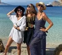 Катя Осадчая показала, как развлекалась с подругами в Турции: фото