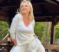 У молочному костюмі: осінній образ Лілії Ребрик – ефектне фото