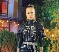 Высокие ботфорты и кожаная мини-юбка: Алла Костромичова появилась в эффектном образе