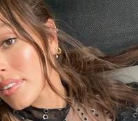 Эшли Грэм впервые после родов вышла на модный подиум: для какого бренда дефилировала звезда