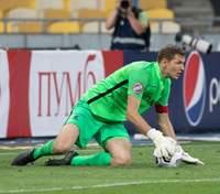 """Ворота """"Колоса"""" пропустили курьезный гол в Лиге Европы, выпустив мяч из рук: видео"""