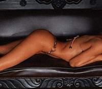 Кэндис Сванепул надела рубашку на обнаженное тело: пикантные фото 18+