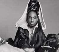 Трансгендерная модель с ДЦП стала лицом известного бренда Moschino: фото