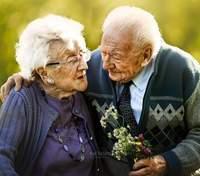 Подружня пара відсвяткувала 68 річницю шлюбу: неймовірні фото