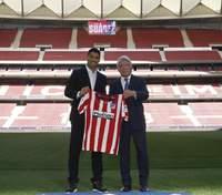 """Луис Суарес, которого """"Барселона"""" выставила """"за дверь"""", официально перешел в """"Атлетико"""""""