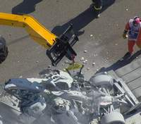 Пилоты Формулы-2 попали в жуткую аварию с пожаром, разбив болиды о стену: видео