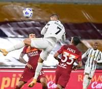 """Роналду оформил уникальное достижение, забив два гола за """"Ювентус"""" в матче против """"Ромы"""": видео"""