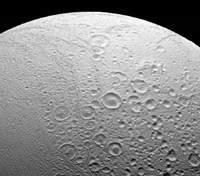 Астрономы поделились детальными изображениями спутника Сатурна